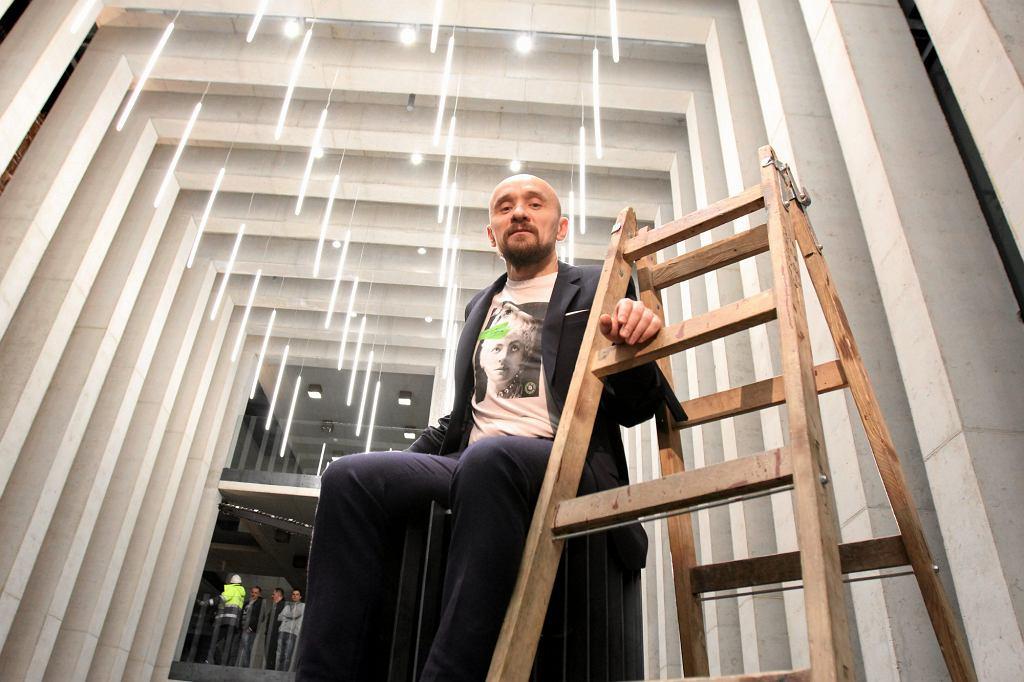 Jan Klata podczas otwarcia Centrum Spotkania Kultur i tzw. teatru w budowie w Lublinie (fot. Jakub Orzechowski / Agencja Gazeta)