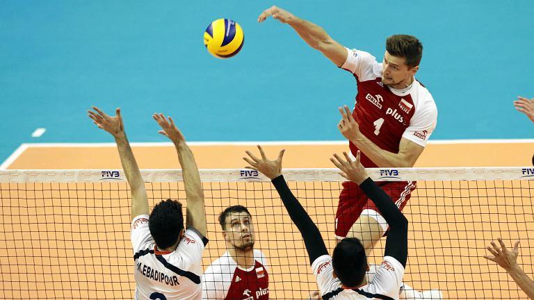 Mistrzostwa świata w siatkówce, mecz Polska - Iran. Atakuje Piotr Nowakowski