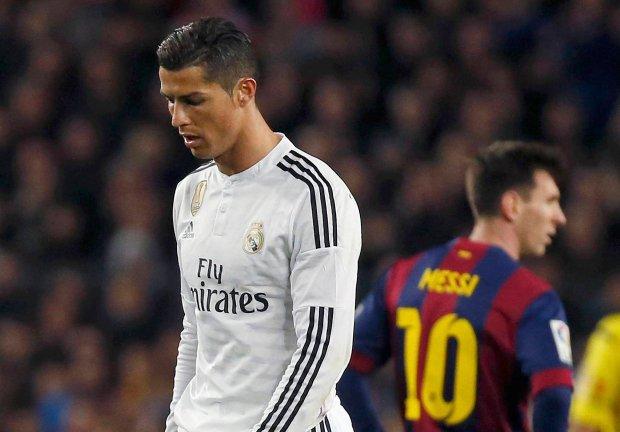 """""""Z�oty But"""". Cristiano Ronaldo z trofeum, Lewandowski 23."""