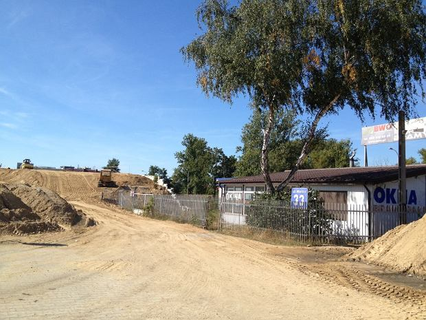 Samotny dom na placu budowy. Zablokuje Marsa?