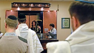 10.02.2018, Anna Chipczyńska, przewodnicząca Gminy Wyznaniowej Żydowskiej w Warszawie podczas nabożeństwa w stołecznej synagodze.