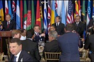 Obama, Putin i Duda przy jednym stole. Niet�gie miny lider�w mocarstw podczas toastu