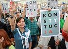 """""""Płot hańby"""", łańcuchy światła i protesty nawet w Juracie. Tak zapamiętamy tydzień demonstracji"""