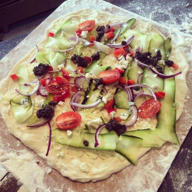 Pizza z pieca chlebowego - pyszna, ale dostępna jedynie dla gości nocujących w Glendorii (Fot. Facebook.com/Glendoria)