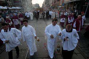 Pomnik Wdzi�czno�ci. Arcybiskup G�decki zn�w ostro: Brakuje dobrej woli