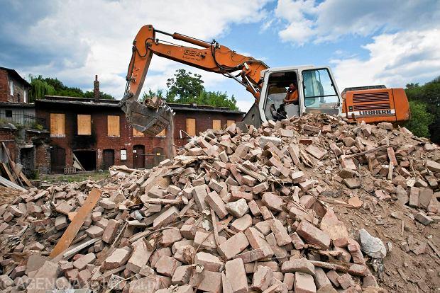 Zdjęcie numer 0 w galerii - Zaczęło się wyburzanie ruder przy ulicy Kujawskiej [ZDJĘCIA]