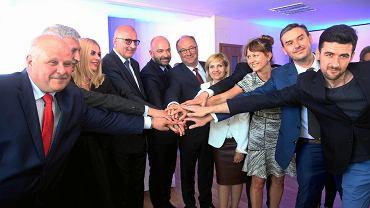 Od lewej: Marek Dyduch (SLD), Tadeusz Grabarek (.N), Magdalena Piasecka (.N), Rafał Dutkiewicz, Jacek Sutryk, Włodzimierz Czarzasty (SLD), Dorota Galant  (.N), Bartłomiej Ciążyński (SLD), Piotr Uhle (.N)