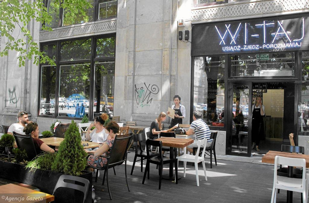 Plac Konstytucji. Restauracja Wi-Taj / Plac Konstytucji. Restauracja Wi-Taj/PRZEMEK WIERZCHOWSKI