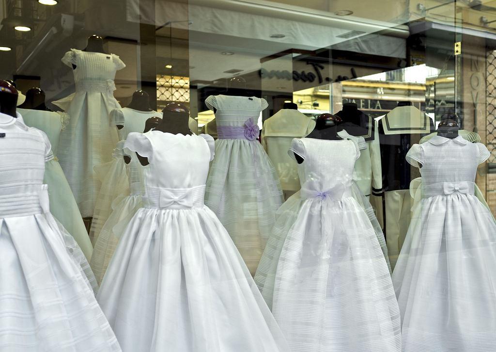 2a72fafbe9 Komunijna sukienka - marzenie każdej trzecioklasistki