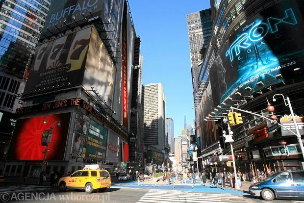 Prawie cały zespół U2 dał niespodziewany koncert na Times Square.