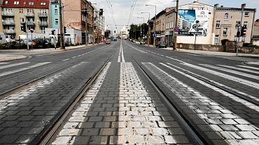 W mieście problemem jest hałas. Np. na Głogowskiej. Limity prędkości dla aut się tam nie przyjęły, zieleń niczego nie tłumi, bo nie ma zieleni; prędzej doczekamy tam ekranów akustycznych niż przeróbki magistrali na cywilizowaną ulicę.