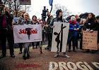 """Sąd: organizatorki """"czarnego protestu"""" miały prawo użyć logo """"Solidarności"""""""