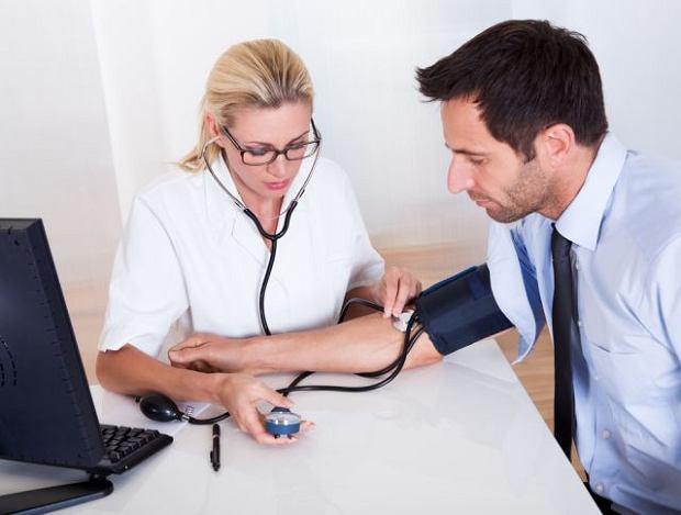 Polscy nadciśnieniowcy to trudni pacjenci, zbyt często nieświadomi, nieleczeni. Jak to zmienić? [WYWIAD]