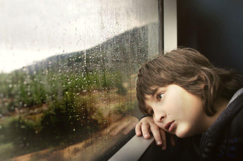 25 procent dzieci rozwiedzionych rodziców przeżywa trudności emocjonalne i ma problemy z funkcjonowaniem społecznym (fot. Pexels.com)