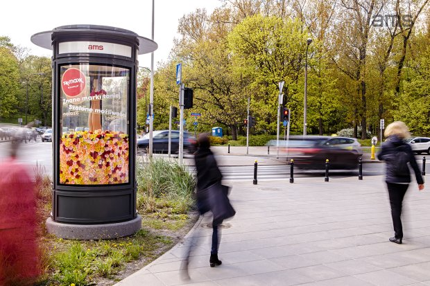 s upy reklamowe ams wype nione kwiatami w kampanii dla tk maxx. Black Bedroom Furniture Sets. Home Design Ideas