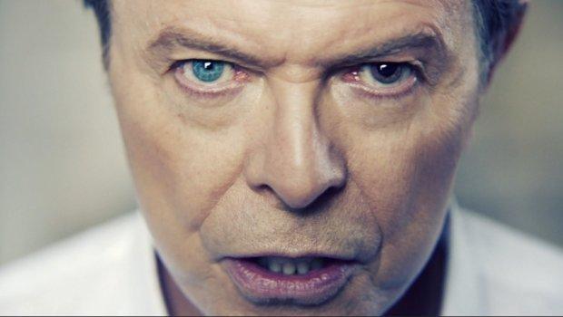 W miniony poniedziałek burmistrz Berlina odsłonił pamiątkową tablicę. Zawisła ona na domu, w którym niegdyś mieszkał wielki i wspaniały piosenkarz - David Bowie.