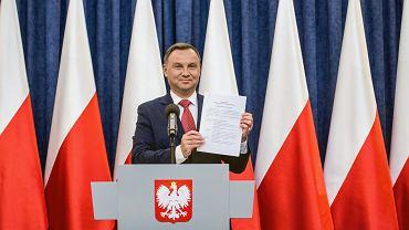 Prezydent RP Andrzej Duda wygłasza oświadczenie ws. referendum konsultacyjnego dot. konstytucji. Warszawa, Pałac Prezydencki, 20 lipca 2018