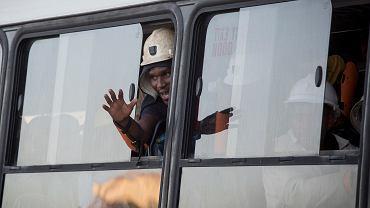 Uratowani górnicy - już na powierzchni. Kopalnia złota Beatrix w miasteczku Welkom. RPA, 2 lutego 2018