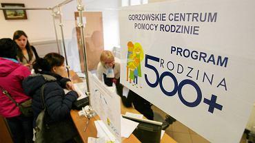"""Program """"Rodzina 500+"""". Pierwszy dzień przyjmowania wniosków w Gorzowskim Centrum Pomocy Rodzinie"""