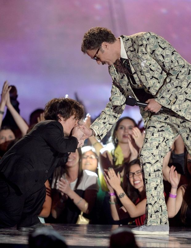 CULVER CITY, CA - APRIL 14: Actor Will Ferrell (R) accepts the Comedic Genius Award from actor Peter Dinklage (L) onstage during the 2013 MTV Movie Awards at Sony Pictures Studios on April 14, 2013 in Culver City, California.   Kevork Djansezian/Getty Images/AFP