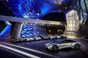 BMW i8 odebrane przez klient�w | Walka na �wiat�a trwa
