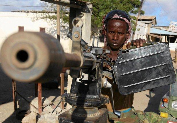 Islami�ci powi�zani z Al-Kaid� ostrzelali granatnikiem samolot prezydenta Somalii
