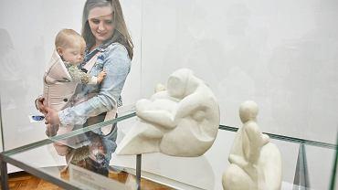 Rok Awangardy w Muzeum Sztuki zapowiadała wystawa 'Poruszone ciała. Choreografie nowoczesności'. Na zdjęciu - rzeźby Katarzyny Kobro