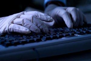 Zalew wirus�w w polskim internecie. Hakerzy podszywaj� si� pod T-Mobile, Neti�, Allegro...