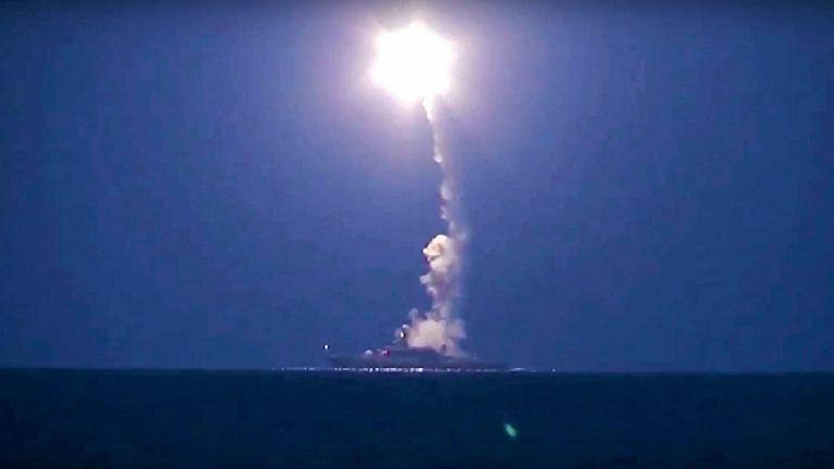 Rosyjskie ministerstwo obrony pokazało zdjęcia z wystrzelenia pocisków manewrujących z jednostek na Morzu Kaspijskim