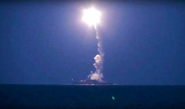 Rosyjskie ministerstwo obrony pokaza�o zdj�cia z wystrzelenia pocisk�w manewruj�cych z jednostek na Morzu Kaspijskim