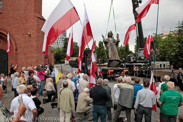 Jezus w Poznaniu samowolny. Decyzj� o postawieniu figury podejmie wojewoda z PiS