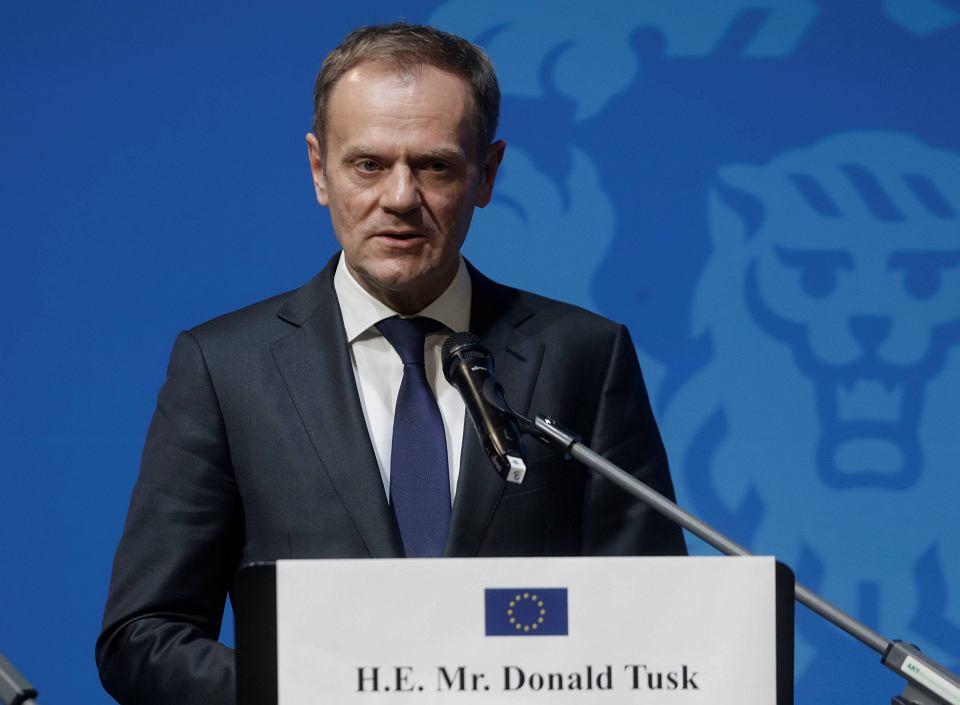 Według 'Financial Times' Jarosław Kaczyński podczas rozmowy z Angelą Merkel zasugerował, że Polska może wydać za Donaldem Tuskiem europejski nakaz aresztowania.