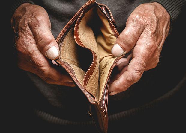 Kto ma prawo do 1000 zł emerytury minimalnej z ZUS? Dziś pobiera ją ponad 150 tys. Polaków