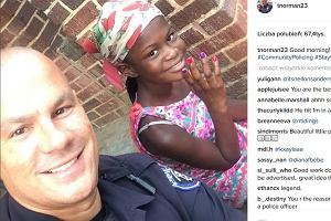 Ten policjant staje się gwiazdą Instagrama. Z bardzo pozytywnego powodu!