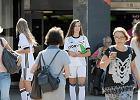 Legia szuka kibiców na ulicach. Nietypowa akcja i darmowe bilety. Pełne trybuny dla piłkarzy i... sponsora?