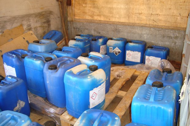 Ponad 7 ton żrących chemikaliów przewożonych bez wyobraźni