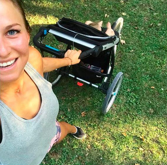 85b553242 Anna Lewandowska biega z wózkiem. Fanka: