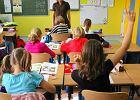 Wiosna szkolnych przemeldowa�. Rodzice pierwszak�w za�atwiaj� meldunek w rejonie dobrych podstaw�wek