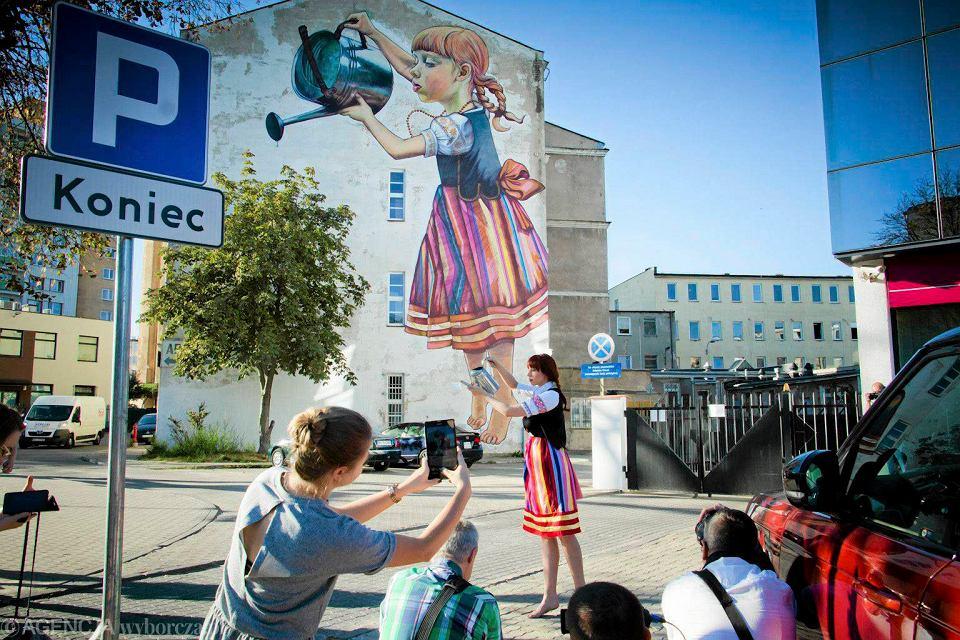 Bia ostocka 39 dziewczynka z konewk 39 jak ywa nietypowa sesja for Mural bialystok dziewczynka z konewka