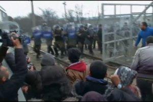 Zamieszki na granicy grecko-macedońskiej. Migranci staranowali ogrodzenie, policja użyła gazu łzawiącego