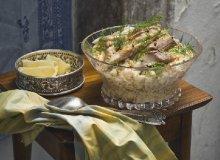 Sa�atka jarzynowa z w�dzon� makrel�, halibutem i �ledziem - ugotuj
