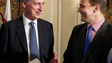 Szef brytyjskiej dyplomacji Philip Hammond i Radosław Sikorski