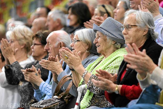 Dzięki obniżeniu wieku emerytalnego Polki łatwiej otrzymają najniższą emeryturę