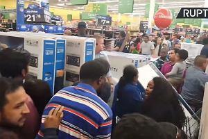 """Łowcy cenowych okazji szturmują sklepy w """"czarny piątek"""""""