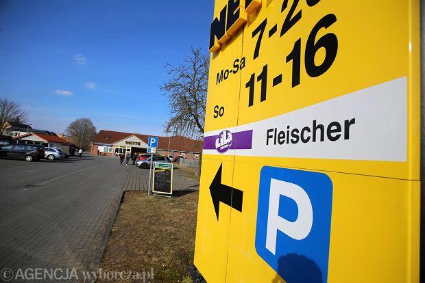 Otwarty w niedziele sklep Netto Locknitz w Niemczech, , 11 marca 2018 r. W Niemczech obowiązuje zakaz handlu w niedziele, lecz wybrane sklepy mogą być czynne. Polacy jeżdzą więc na zakupy do Niemiec.