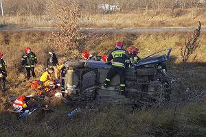 Samochód dachował na ul. Szwedzkiej. Zginął kierowca