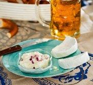 Obatzda - pasta serowa do precli piwnych