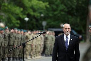 """""""Rzeczpospolita"""": Macierewicz buduje swoją własną armię"""