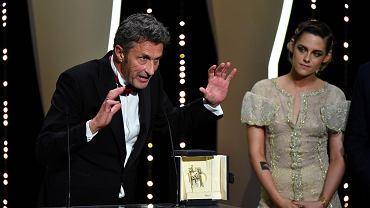 Paweł Pawlikowski z nagrodą dla najlepszego reżysera. Cannes, 19 maja 2018