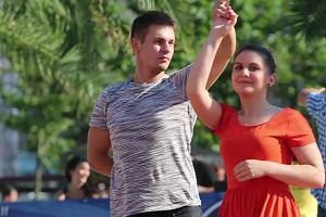 Tłumy tańczyły salsę pod palmami na katowickim rynku